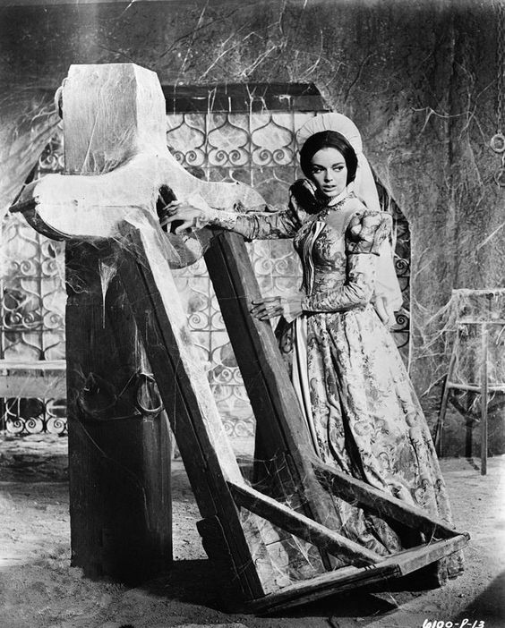 The pit and the pendolum - Barbara Steele directed by Roger Corman