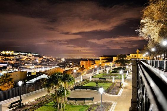 Miradouro de S. Pedro de Alcântara, Lisboa.