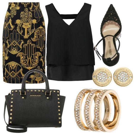 Outfit elegante in nero e oro composto da longuette Versace nera con stampa, top nero, scarpe traforate nere, borsa a mano Michael Kors, bracciale e orecchini dorati con strass di Michael Kors