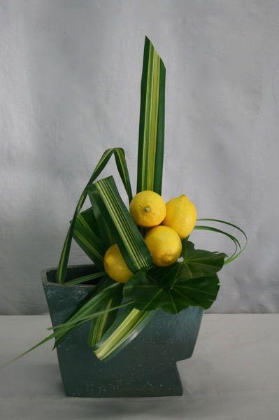 citron et feuilles d'aralia: