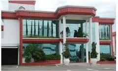Resultado de imagem para fachadas comerciais com vidro