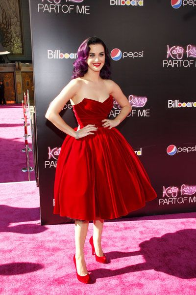 Nice use of velvet - Katy Perry in Dolce   Tom & Lorenzo