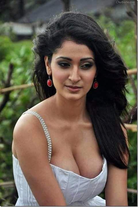 sexy boobs indische schauspielerin