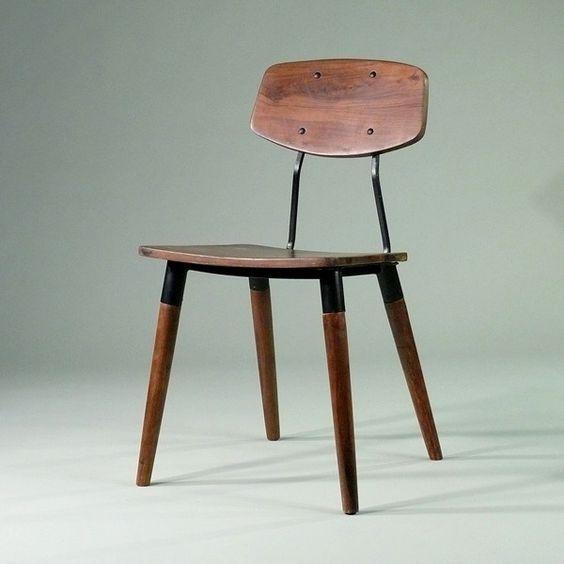 Old School Chair - Zeitloses Design aus massivem Holz