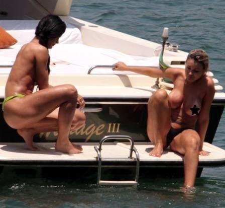 Andressa Urach e Camila Vernaglia fazem topless