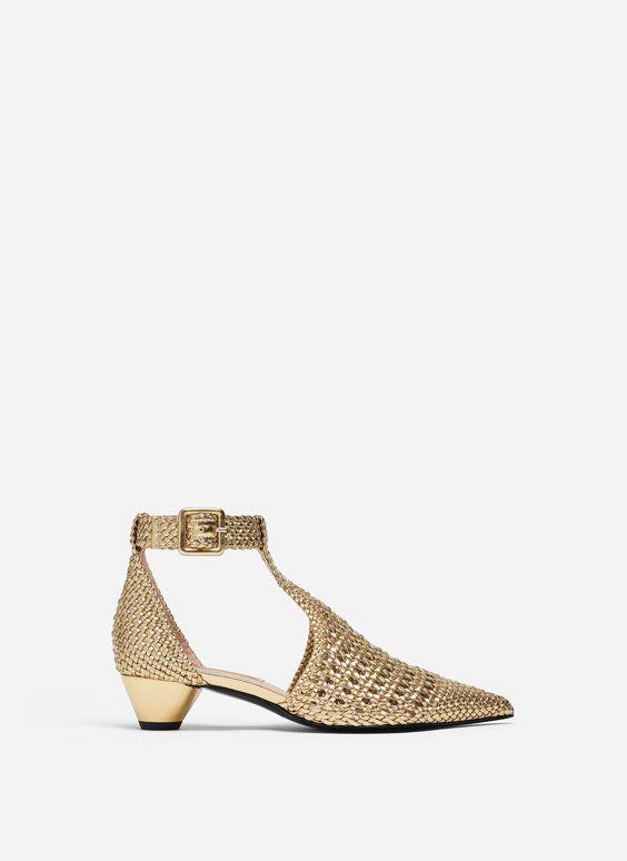 Sapatos entrançados dourados | Sapatos, Sapatos rasos e