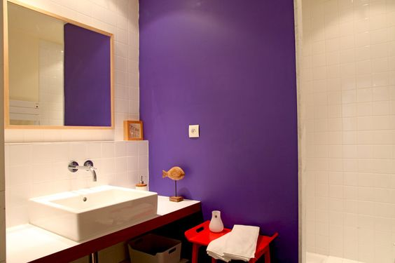 salle de bains mur bleu