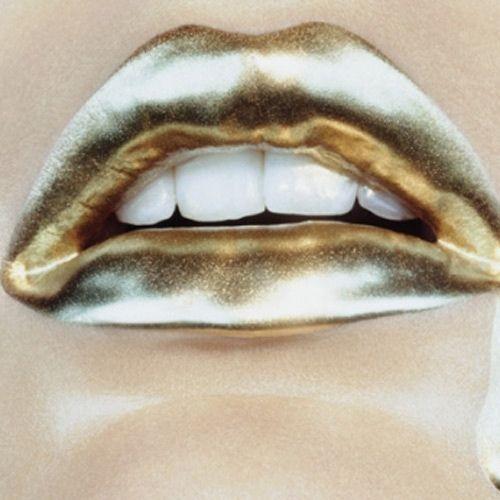 gold lips: