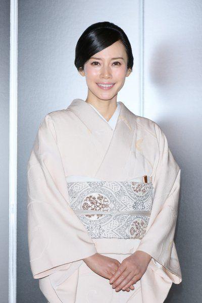 中谷美紀白い美しい着物姿