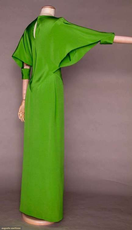 Farb- und Stilberatung www.insachenstil.de: Perfekte Farbe für den Frühlingstyp! | Dress  Madame Grès, 1972
