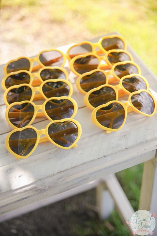 mariage jaune gris, yellow, grey, lunettes de soleil, cadeau mariage, wedding, gift, sunglass