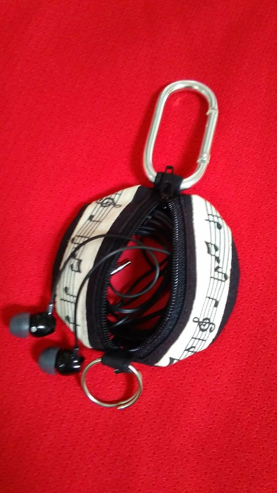 Music notes earphone pouch.