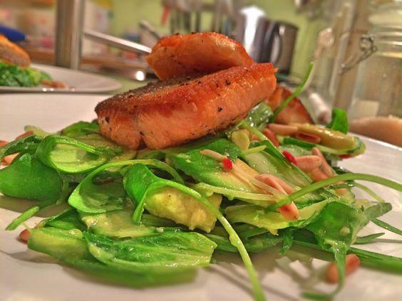 """Für viele ist Salat ja eine reine """"Sommer-Erfindung"""". Aber ich finde, kombiniert mit den richtigen Zutaten geht ein Salat ja eigentlich immer. In diesem F"""