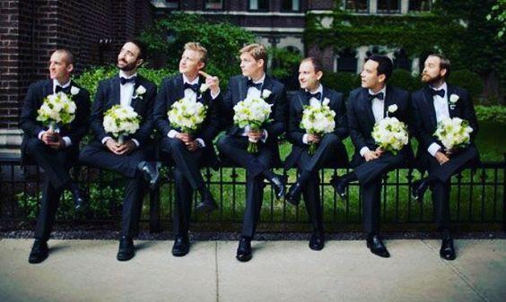 Sou super fã de fotos engraçadas para o grande dia!!! Noivo e padrinhos com buque arrasaram a arrancarão boas risadas no futuro!!!  #noivos #risadas #engraçado #boanoite #Alamango #Bridal #Textiles #Wedding #AlamangoBridal #AlamangoTextiles #Malta #LoveMalta #Bridesmaid #WeddingDress