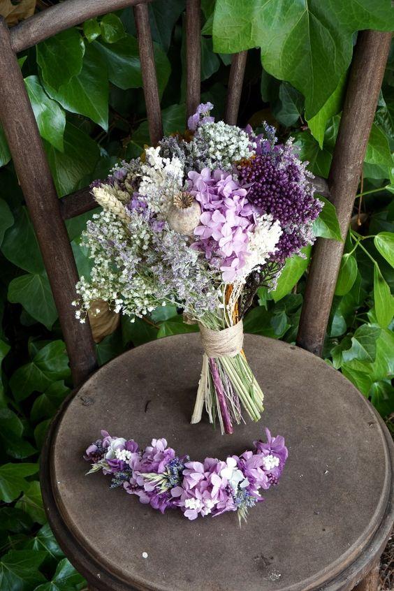 Ramo de novia con flores preservadas (hortensias, lavanda, …) y secas (limonium, trigo, siemprevivas, …)