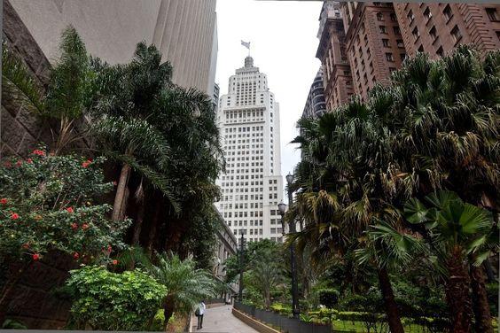 Edifício Banespa é um ponto turístico clássico do centro histórico. Acesso a torre é aberto a turistas para apreciar a vista da cidade