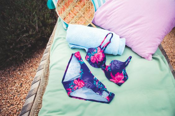 This #TropicalFlower bikini set from Triumph is sure to wow this summer! #SS15 #Triumph | #lyoness