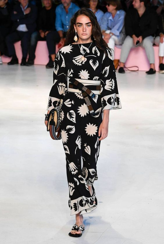 Tendenze moda 2019 - Kimono con fantasie a contrasto