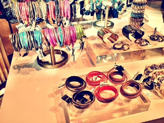 would love to have my jewelry table organized like Bendels!