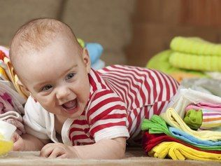 Cuidados com as roupinhas do bebê - Como tirar manchas sem usar produtos químicos? Tem que passar a ferro? Como guardar para o próximo filho? Descubra a resposta para estas e outras dúvidas comuns