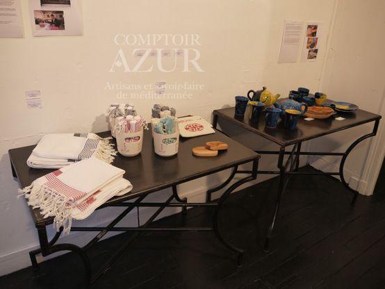 1ère salle, 2ème table : mugs en céramique émaillée http://www.comptoirazur.fr/arts-de-la-table/51-2-mugs-en-ceramique-emaillee.html