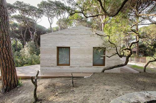 Pinewood House by Marina di Castagneto Carducci
