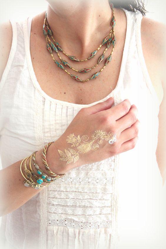 Sommer-Tribal Hosen Halskette Red Koralle und Türkis Inlay Perlen Halskette Bohemian Layering Collier 3-reihig Halskette Designed von Inali