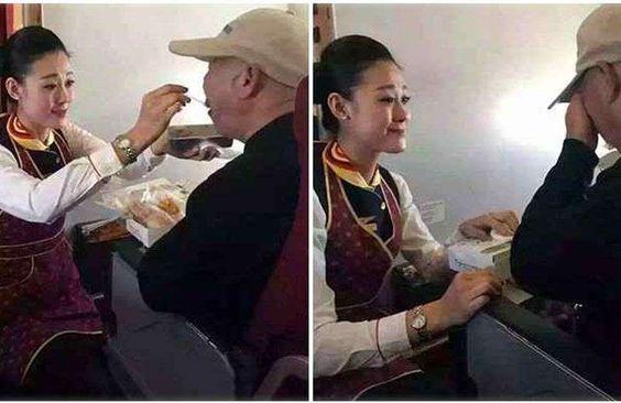 Comissária de bordo chinesa emociona passageiros durante voo - Divulgação, Twitter