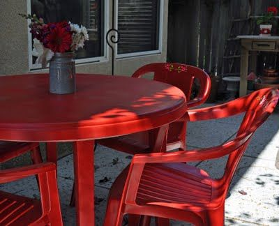 Painted patio furniture with Fusion for Plastic® - I think I could do this with our furniture on our balcony. Now. If we could just get the balcony fixed...hmmm....