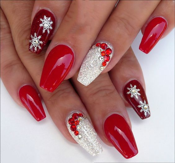16 Classic And Traditional Easy Red Coffin Christmas Nails Designs Christmas Nails Acrylic Xmas Nails Christmas Nail Designs