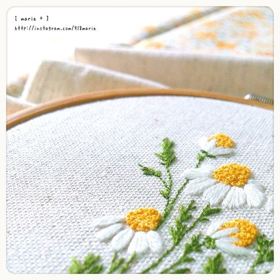 918marie's photo on Instagram #embroidery #flowers #camomile