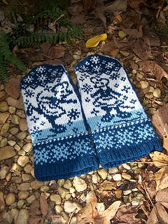 This PDF includes multiple options for the outer part of the mittens, so this pattern is three-in-one. You can either knit the same mouse mirrored on left and right hand (all charts are included), or do like I did - knit different mouse on each hand.