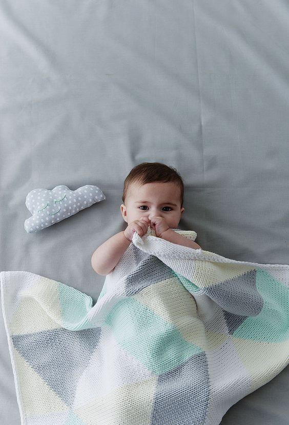 Tricoter un plaid géométrique et tout doux pour bébé !    Knit a geometric plaid and all soft for baby!