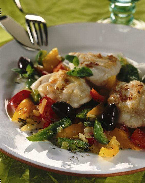 Unser beliebtes Rezept für Bratfisch auf Paprika-Gemüse und mehr als 55.000 weitere kostenlose Rezepte auf LECKER.de.