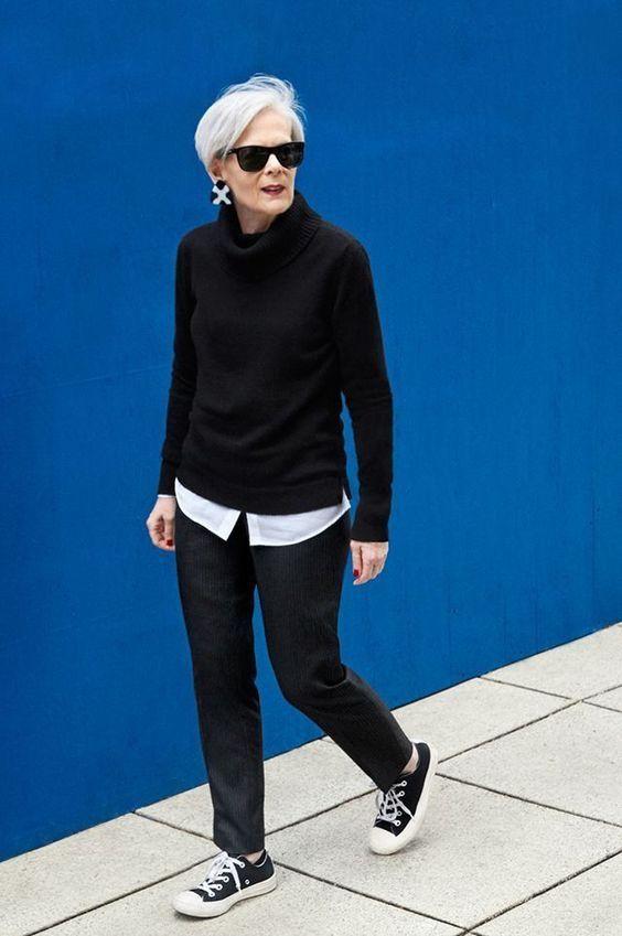 Quando entramos nos 60 começamos a rever nosso guarda roupa, começa aquele sentimento de que estamos querendo mostrar menos idade...