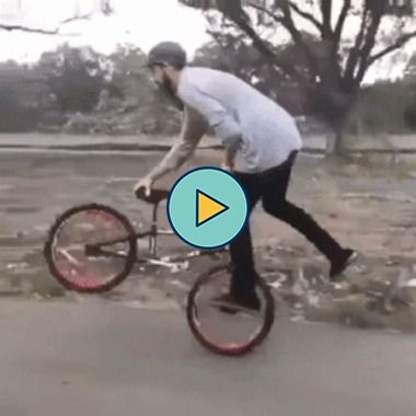 Incríveis truques na bicicleta em movimento