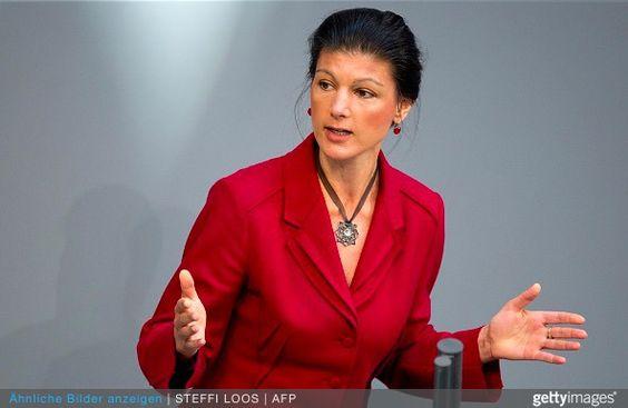 """""""Abschaffung der Demokratie durch die Hintertür"""": Sarah Wagenknecht kritisiert Euro und EU - http://www.statusquo-news.de/abschaffung-der-demokratie-durch-die-hintertuer-sarah-wagenknecht-kritisiert-euro-und-eu/"""