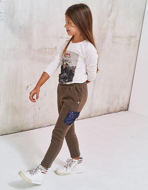 De Color Army Y Estilo Barroco Este Pantalon Dinamiza El Dressing De Las Ninas El Punto Caqui Con Fibras Metalicas Plateadas Moda Pantalones Moda Para Ninas