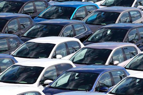 Nur noch 27,4 Prozent der  Neuwagen-Käufer in Deutschland waren 2013 jünger als 45 Jahre. Eine Studie des Center Automotive Research (CAR) an der Universität Duisburg-Essen zeigt, dass immer weniger junge Leute ein eigenes Auto kaufen. Ein Grund dafür ist gemäss Studie der Rollenwandel des Autos vom Statussymbol zum Gebrauchsgegenstand.