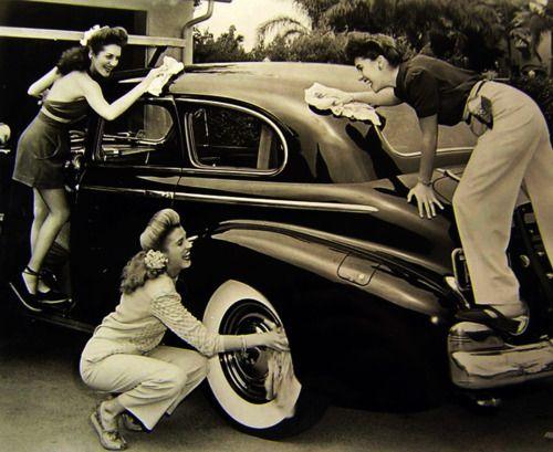 1940's Girls washing a car. ♥