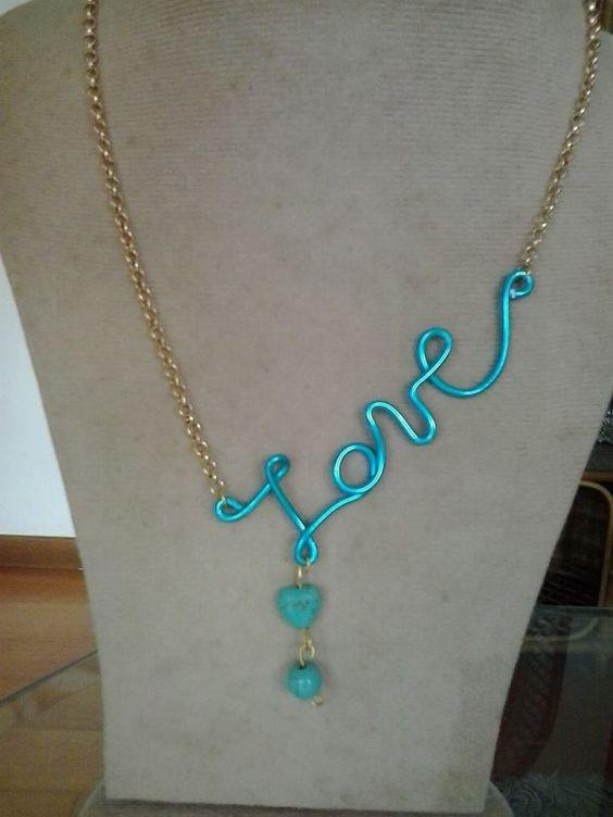 Collar en alambre de aluminio y cadena dorada