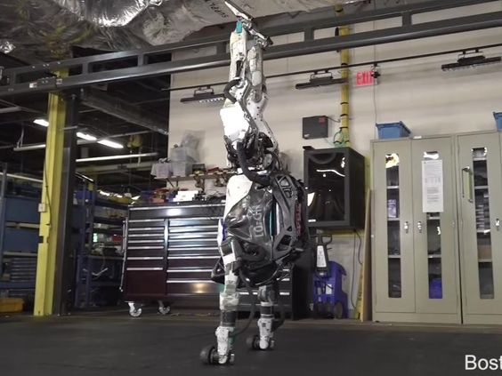VIDEO. Le robot Atlas de Boston Dynamics fait le poirier ! - Sciences et Avenir