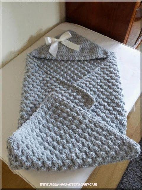 Steek voor steek: babycape Dit is de crocheted hooded baby blanket van Lion Brand
