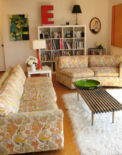 Love the look of these vintage sofas in this living room.