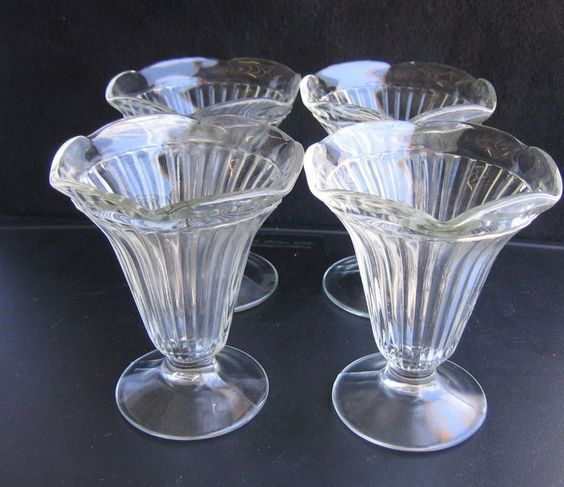 Set 4 vintage ice cream glasses old fashion soda fountain for Old fashioned ice cream soda fountain