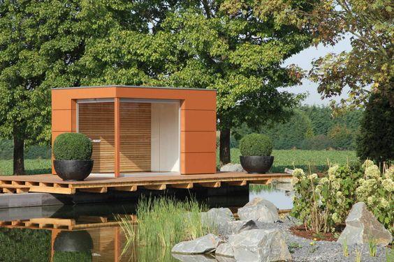 Moderne Gartenhäuser sind wahre Alleskönner: Sie bieten einen idyllischen Rückzugsort, Raum für Hobbies und Platz für Fahrräder, Gartengeräte und Co.