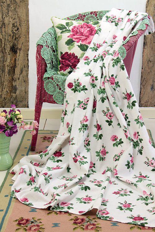 Vintage Home - Pretty 1950s Roses Barkcloth Curtain.