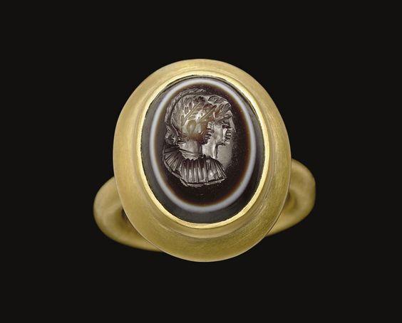 A ROMAN EYE AGATE RINGSTONE -  CIRCA 1ST-2ND CENTURY A.D.