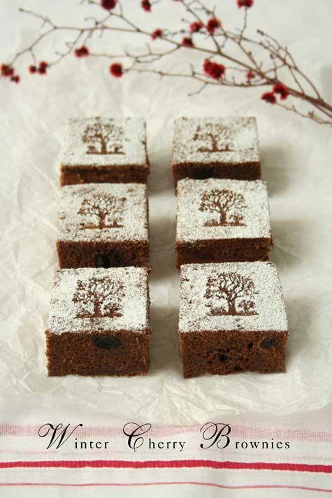 ❥ winter cherry brownies~ love the powdered sugar design