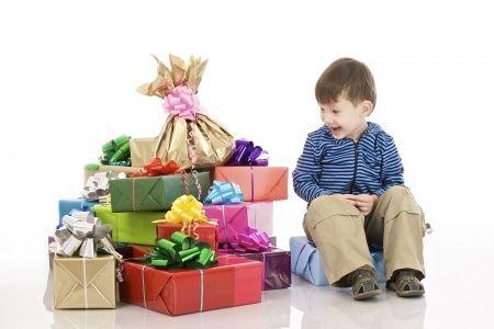 Cadeautjes uitpakken is op zich al een feest, maar het gaat uiteindelijk om wat erin zit. Als het gaat om speelgoed en spullen, weten kinderen precies wat ze willen. En wij ook.